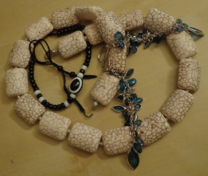 My current favourite bling: Karachi necklace made of seashells (perfect for ocean lovers) and Multan bracelet.