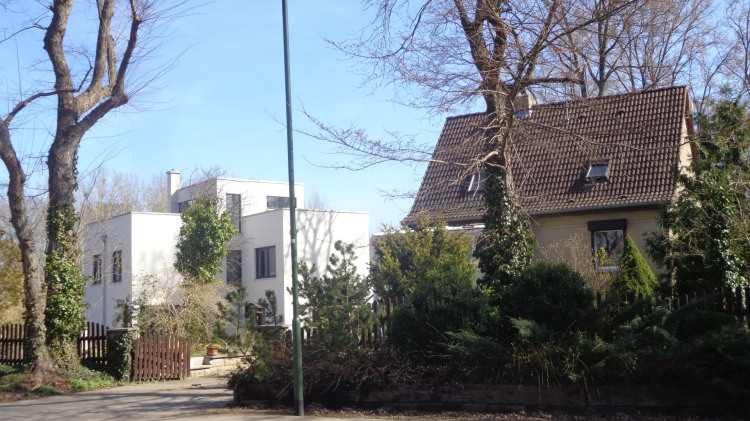 Pakistani style house next to a typical German house
