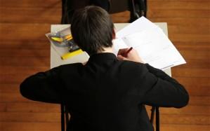 Nur 26% der weißen Jungen, die ein Anrecht auf kostenloses Schulessen haben, erreichen 5 GCSEs im Bereich A bis C